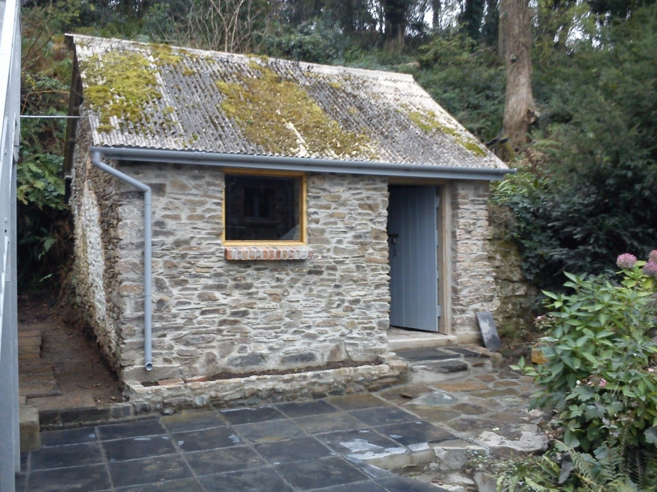 Garage and outbuildings conversion in cosheston for Self garage nice